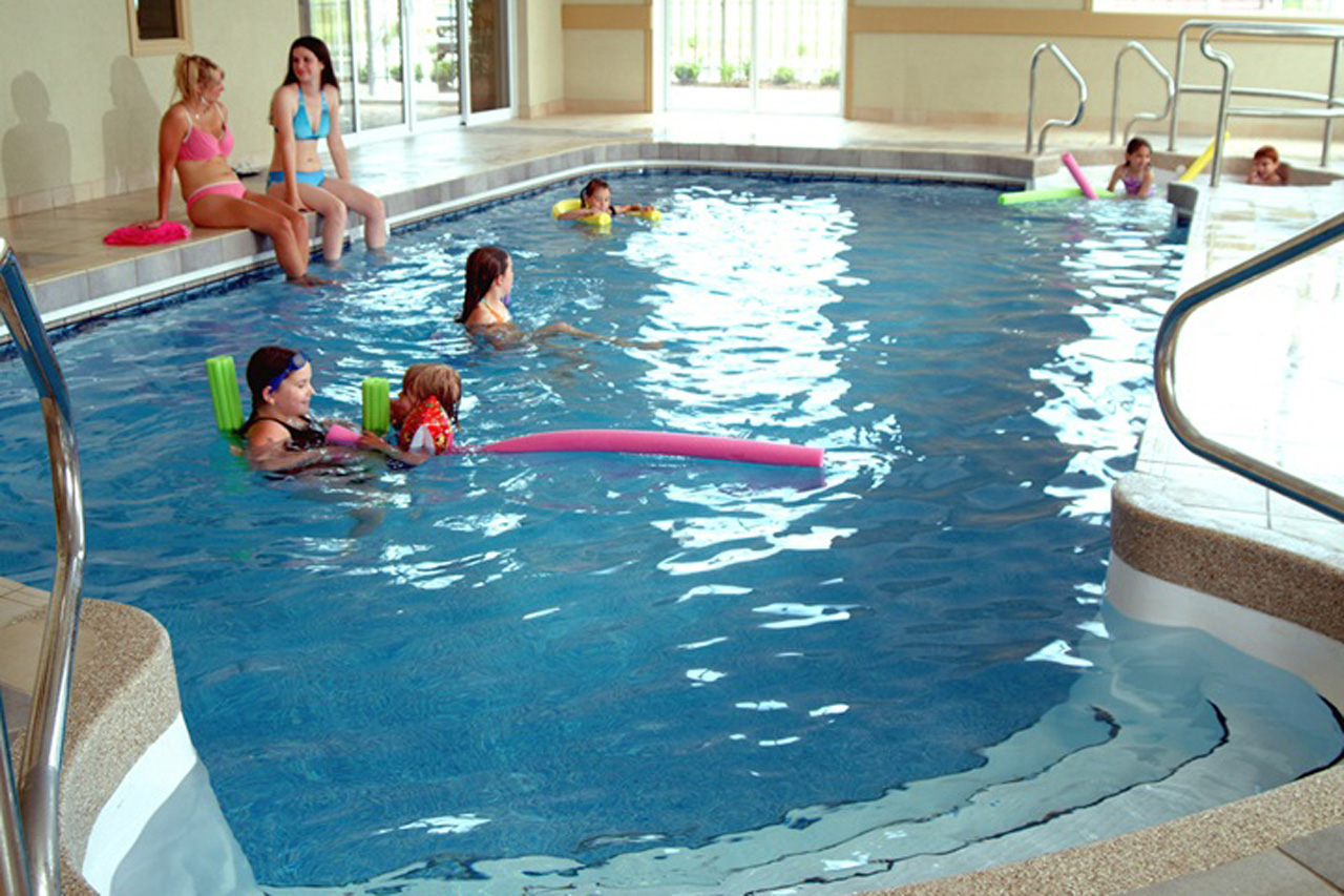 Forfait village qu b cois d 39 antan quality suites for Piscine ywca quebec